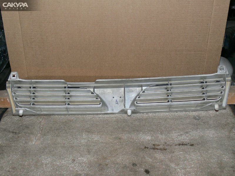 Решетка радиатора Nissan Pulsar FN14  Красноярск Сакура Моторс