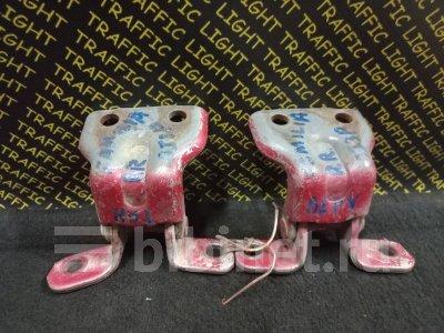 Купить Петлю двери на Mazda Familia BJ3P заднюю правую  во Владивостоке