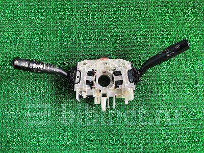 Купить Переключатели подрулевые на Subaru Forester 2006г. SG5  во Владивостоке