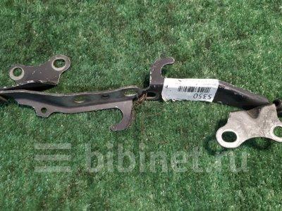 Купить Петлю капота на Toyota Crown Majesta UZS155  в Благовещенске